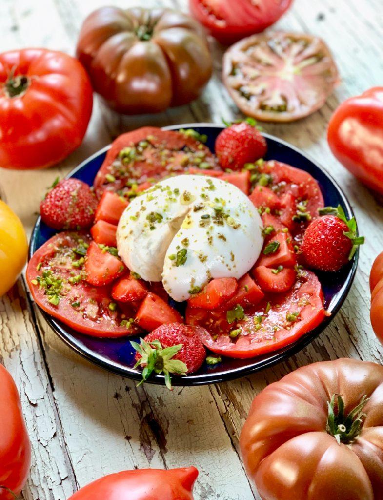 Salade de tomates de Marmande, fraises et burrata